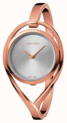Calvin Klein Leichtes mittelgroßes roségoldfarbenes Armreifsilberzifferblatt für Damen K6L2M616